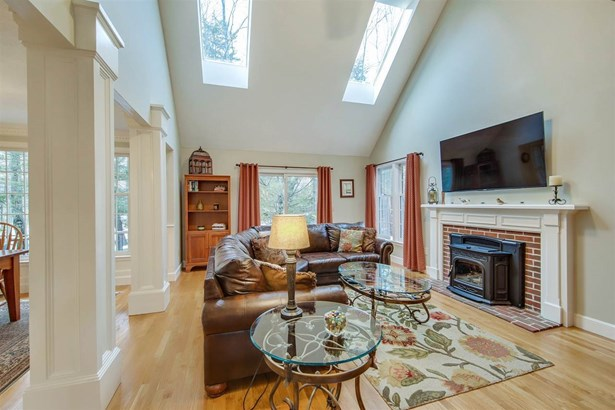 Contemporary,Walkout Lower Level, Single Family - Bedford, NH (photo 2)