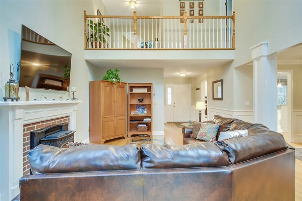 Contemporary,Walkout Lower Level, Single Family - Bedford, NH (photo 4)