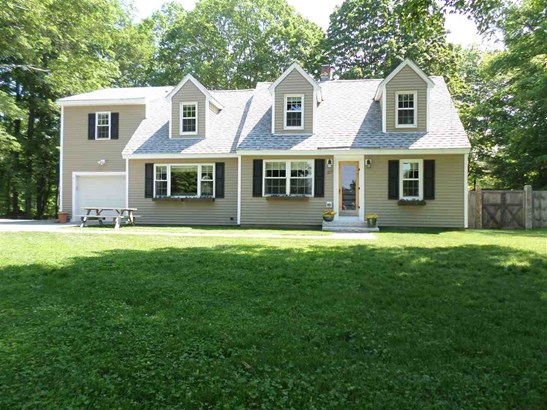Cape, Single Family - Brentwood, NH (photo 1)