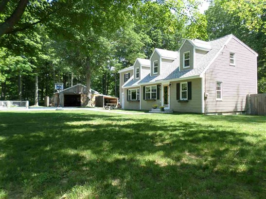 Cape, Single Family - Brentwood, NH (photo 2)