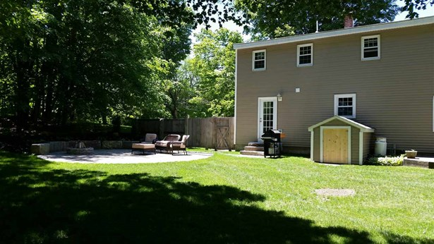 Cape, Single Family - Brentwood, NH (photo 3)