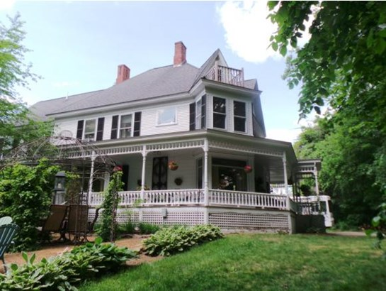 Victorian, Single Family - Franklin, NH (photo 2)