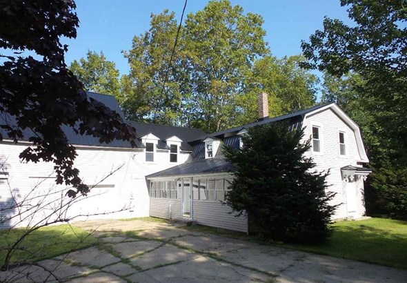 Farmhouse, Single Family - Loudon, NH (photo 2)