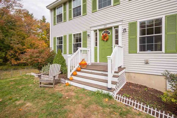 Colonial, Single Family - Rochester, NH (photo 2)