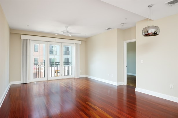 Condo, High Rise - Portsmouth, NH (photo 3)