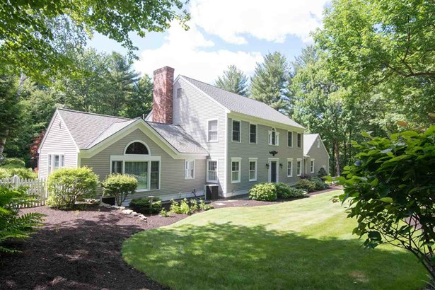 Colonial, Single Family - Amherst, NH (photo 3)