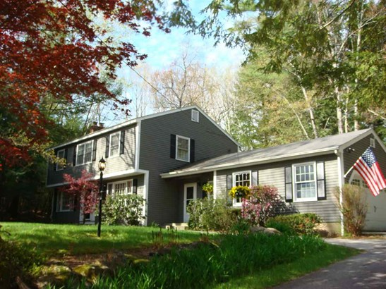 Colonial,Garrison, Single Family - Bedford, NH (photo 1)