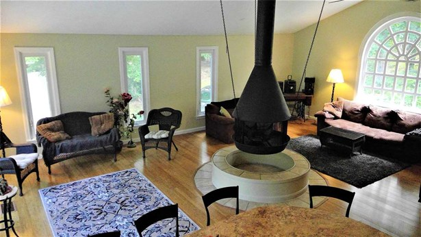 Contemporary,Multi-Level, Single Family - Bedford, NH (photo 1)