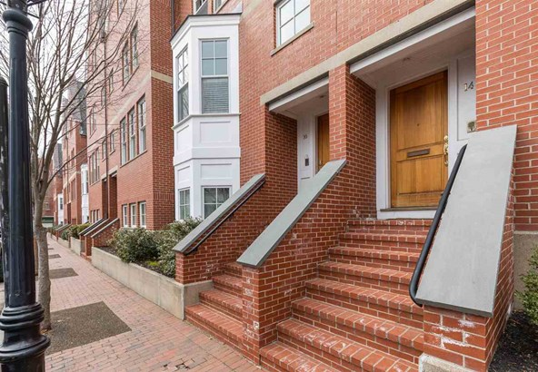 Townhouse, Condo - Portsmouth, NH (photo 1)