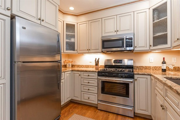 Townhouse, Condo - Portsmouth, NH (photo 4)