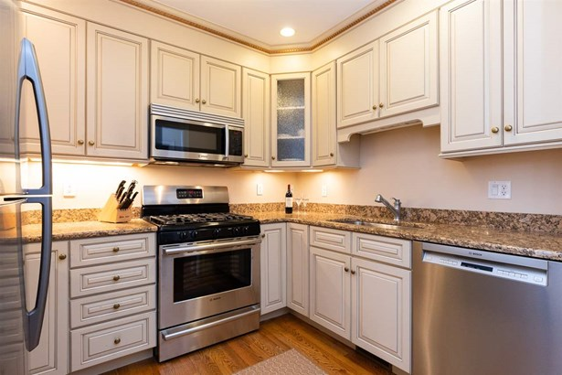 Townhouse, Condo - Portsmouth, NH (photo 5)
