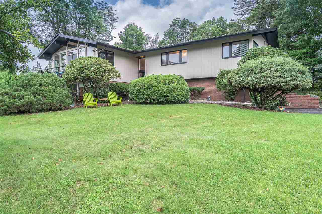 Contemporary,Walkout Lower Level, Single Family - Manchester, NH