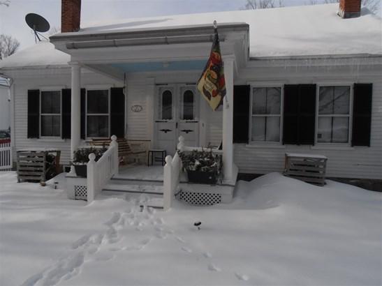 Cape, Single Family - Bennington, NH (photo 3)