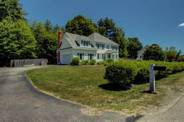 Colonial, Single Family - Stratham, NH (photo 2)