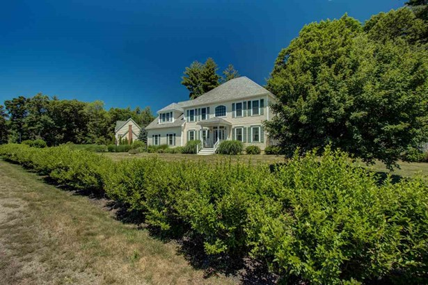 Colonial, Single Family - Stratham, NH (photo 4)