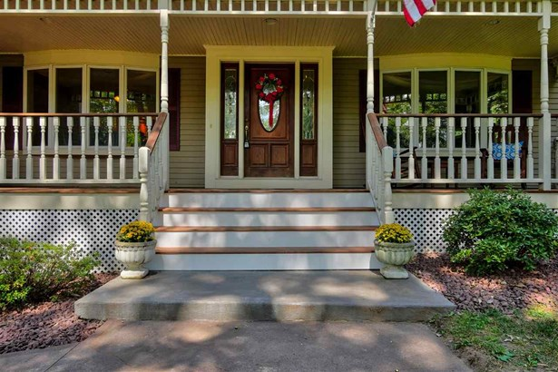 Colonial,Contemporary,Farmhouse,Walkout Lower Level - Single Family (photo 5)