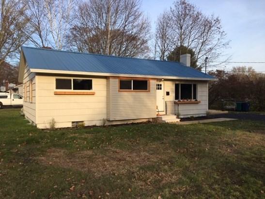 Ranch, Single Family - Hampton, NH