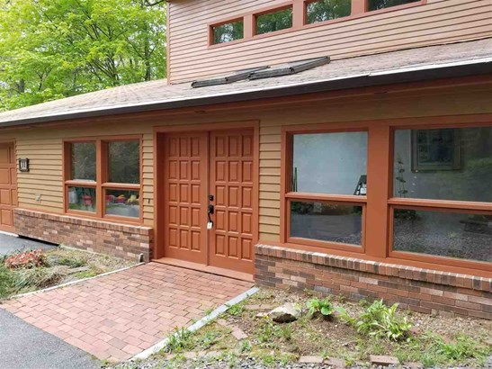 Contemporary, Single Family - Londonderry, NH (photo 2)