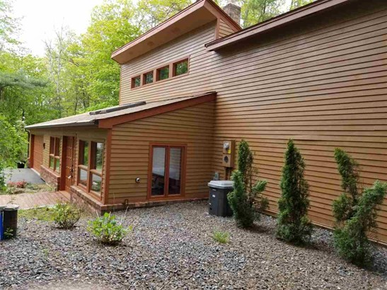 Contemporary, Single Family - Londonderry, NH (photo 3)
