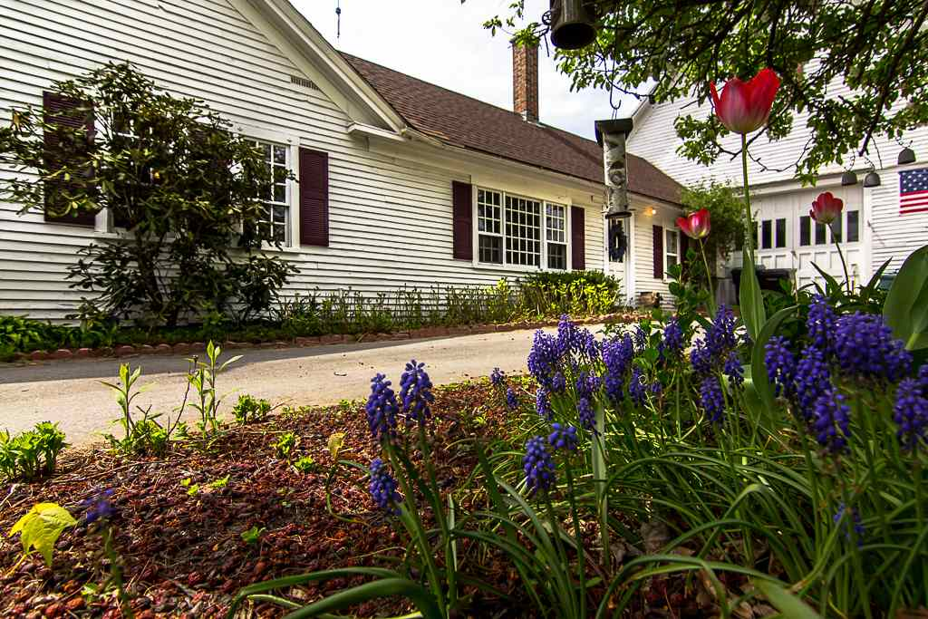 Farmhouse, Single Family - Tilton, NH (photo 3)