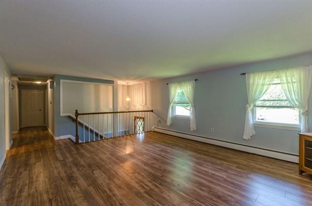 Split Level,Split Entry, Single Family - Bedford, NH (photo 3)