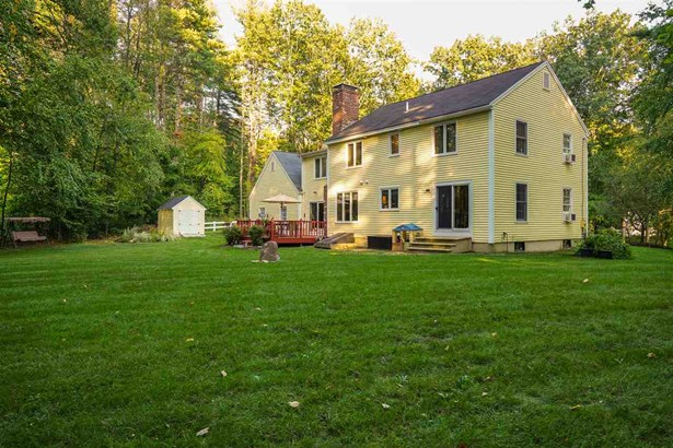 Colonial, Single Family - Bedford, NH (photo 4)