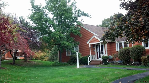 End Unit,Ranch,Townhouse,Walkout Lower Level, Condo - Dover, NH (photo 1)