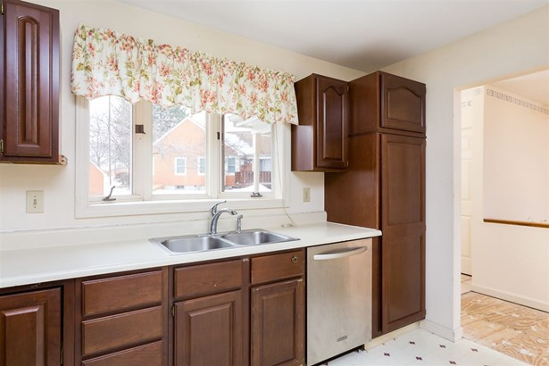 End Unit,Ranch,Townhouse,Walkout Lower Level, Condo - Dover, NH (photo 4)