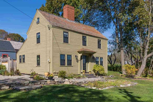Colonial, Single Family - Portsmouth, NH (photo 4)