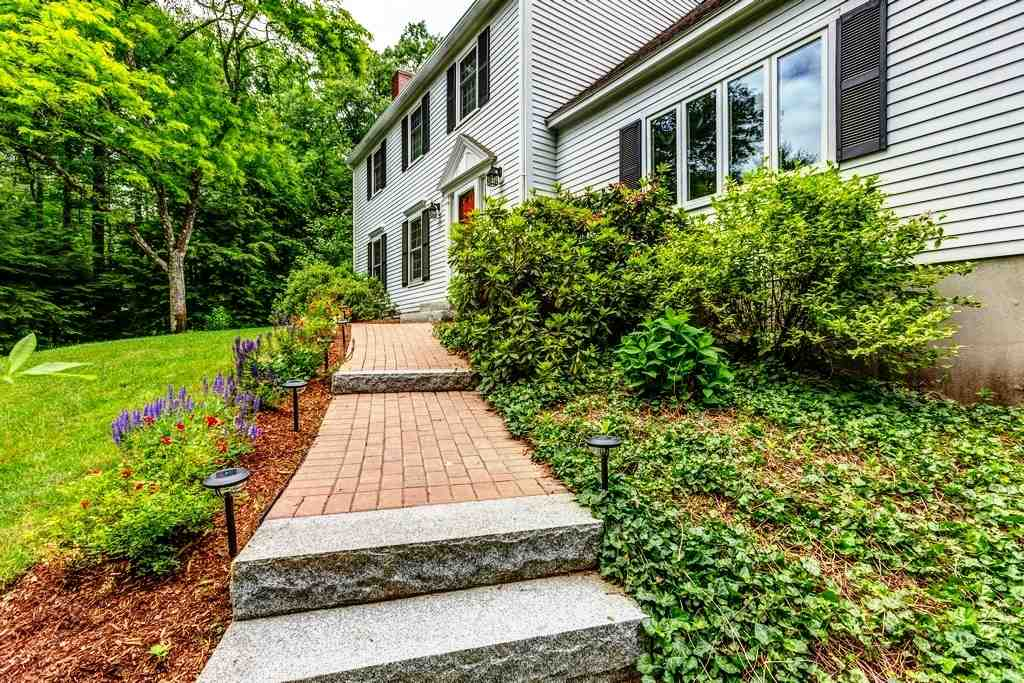 Colonial, Single Family - Amherst, NH (photo 2)