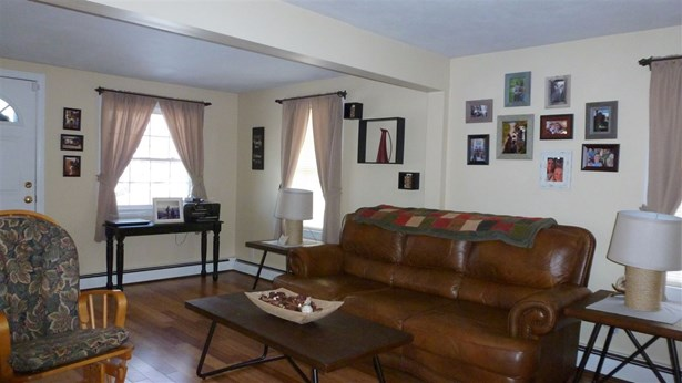 Bungalow,Ranch, Single Family - Manchester, NH (photo 3)