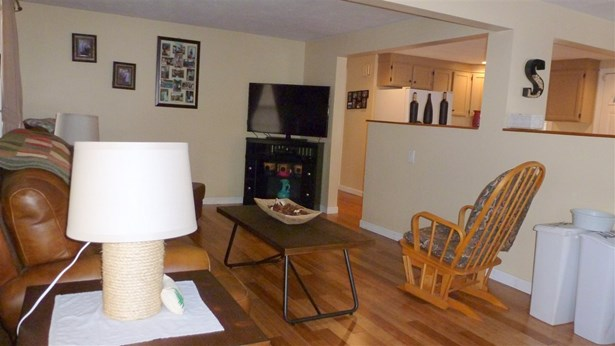 Bungalow,Ranch, Single Family - Manchester, NH (photo 4)