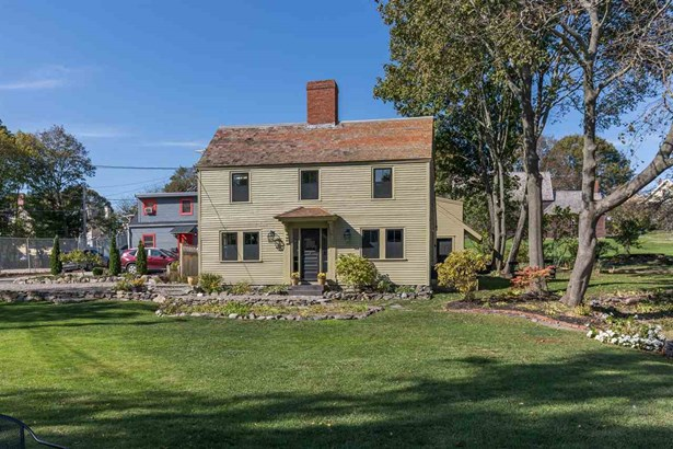 Colonial, Single Family - Portsmouth, NH (photo 2)