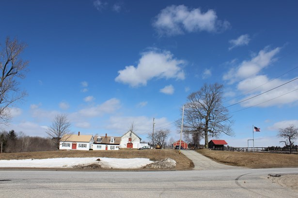 Single Family Residence, Cape - Livermore, ME