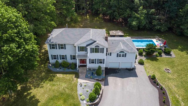Colonial, Single Family - Litchfield, NH (photo 2)