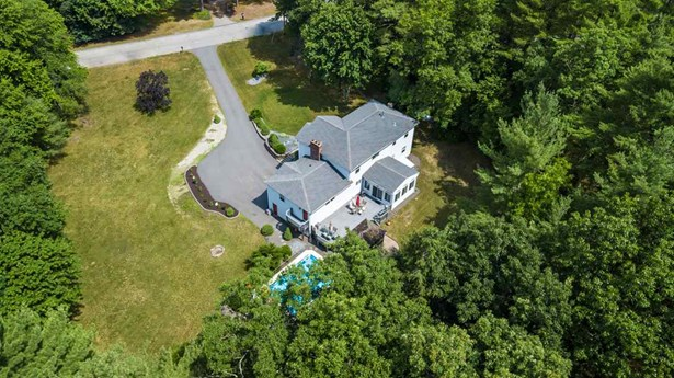 Colonial, Single Family - Litchfield, NH (photo 3)