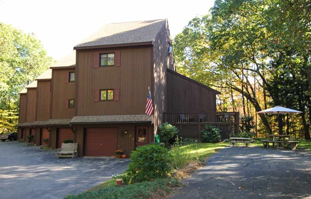 Townhouse, Condo - Epping, NH (photo 2)