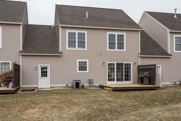Townhouse, Condo - Brentwood, NH (photo 2)
