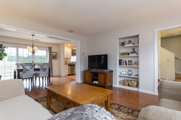 Townhouse, Condo - Brentwood, NH (photo 4)