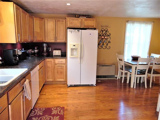 Ranch, Single Family - Manchester, NH (photo 4)