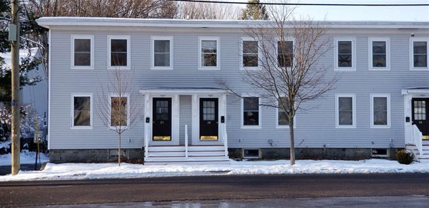 Townhouse, Condo - Newmarket, NH (photo 1)
