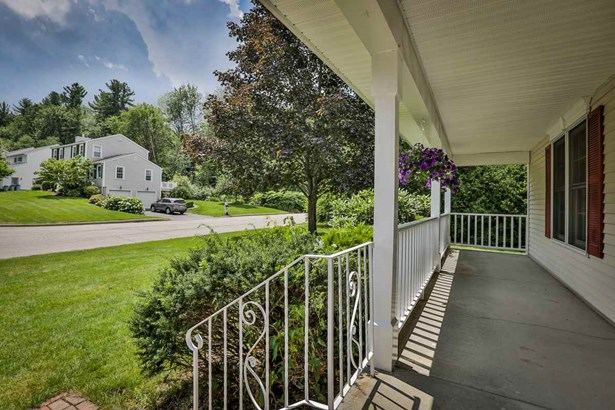 Colonial, Single Family - Manchester, NH (photo 2)