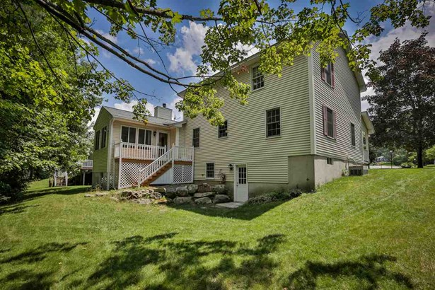 Colonial, Single Family - Manchester, NH (photo 3)