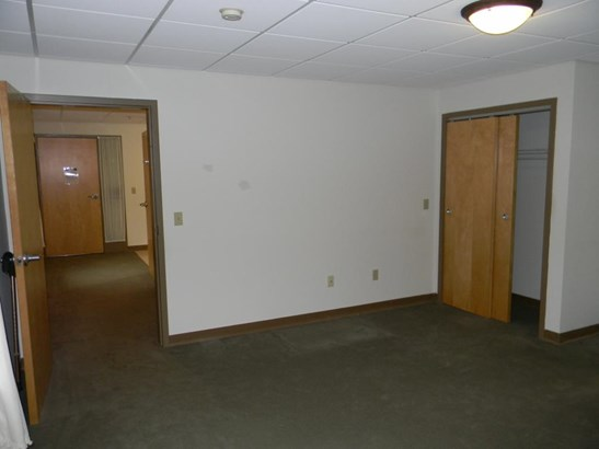 Apartment, New Englander - Goffstown, NH (photo 4)