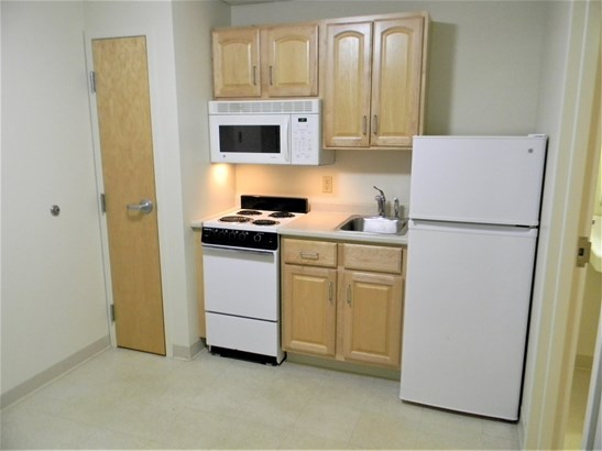 Apartment Building, Apartment - Goffstown, NH (photo 4)