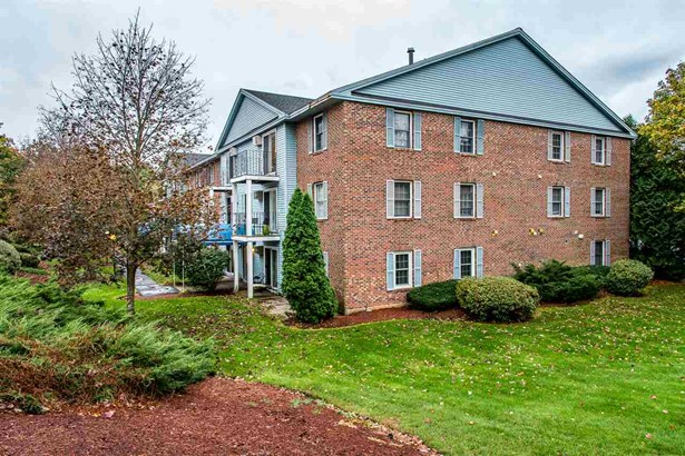 Condo, End Unit,Garden - Manchester, NH (photo 1)
