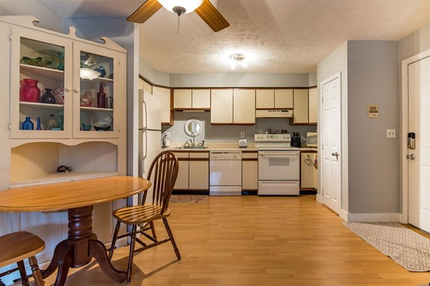 Condo, End Unit,Garden - Manchester, NH (photo 4)