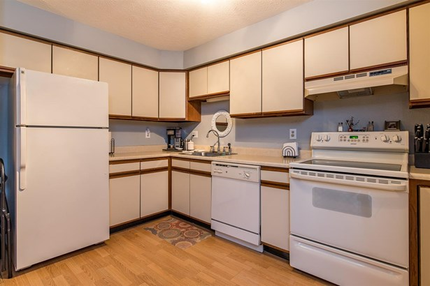 Condo, End Unit,Garden - Manchester, NH (photo 5)