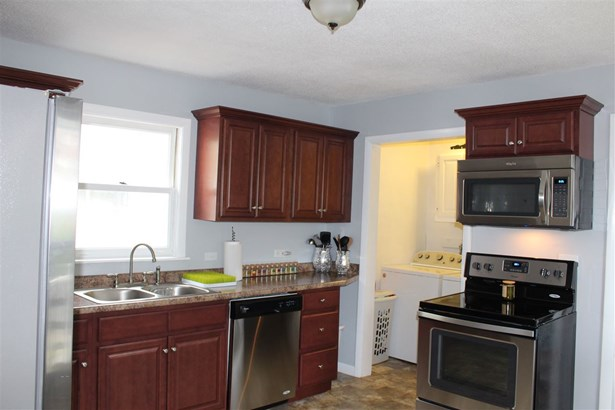 New Englander, Single Family - Manchester, NH (photo 3)