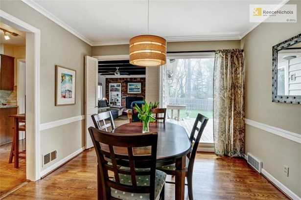 Formal Dining Rm Overlooking Private Back Yard (photo 5)